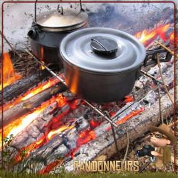 Grille de grill portable Coghlans, le Pack Grill est une grille de barbecue acier inox de 32 x 17 cm avec pieds pliables